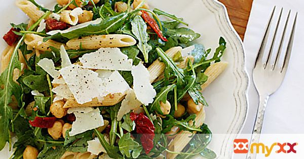 Arugula Salad with Penne, Garbanzo Beans and Sun Dried Tomatoes