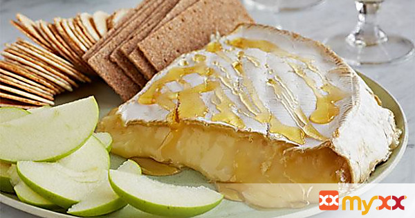 Gluten Free Delicious Brie with Apples Crackers and Jelly