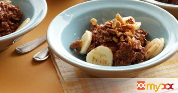 """Hot Chocolate"" Banana-Nut Oatmeal"