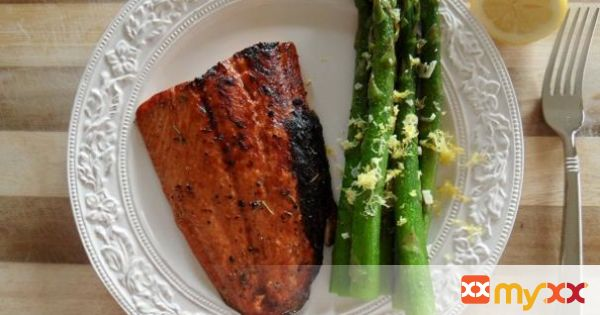Balsamic & Honey Glazed Salmon with Lemony Asparagus