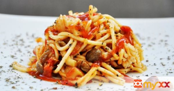 Oyster Mushroom Spaghetti with Tomato and Basil Sauce