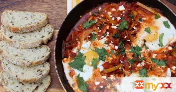 Poached Eggs in Tomatoes