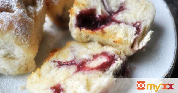 Raspberry Jam Swirled Buns