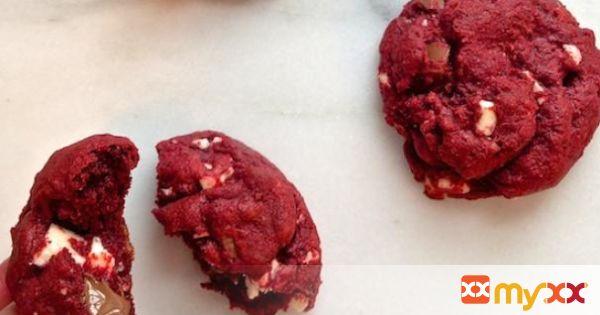 Red Velvet Double Chip Cookies