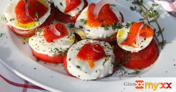 Tomatoes, mozzarella and roasted bell peppers