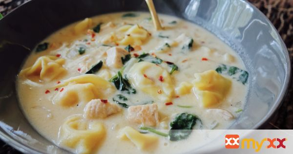 Spinach and Chicken Tortellini Alfredo Soup
