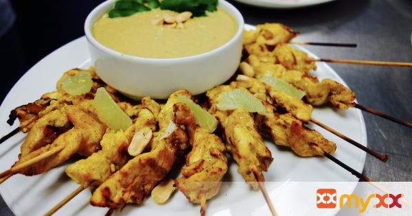 Chicken Satay with Curry Peanut Dipping Sauce