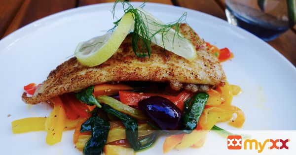 Light Cajun Fish with Peppers, Spinach and Olives