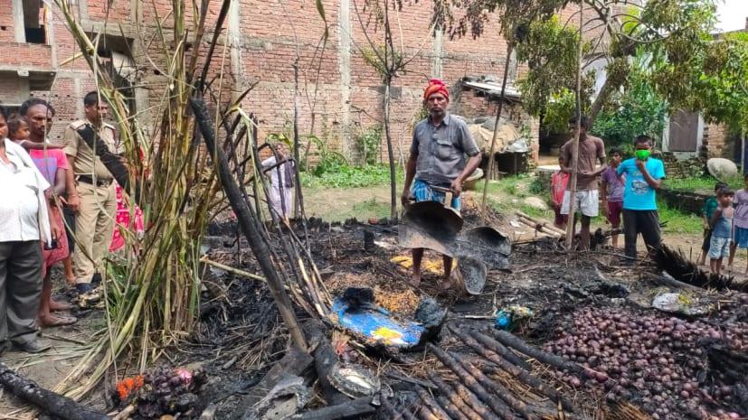 खाना बनाने के दौरान सिलेंडर ब्लास्ट,लाखों की सम्पति जलकर राख