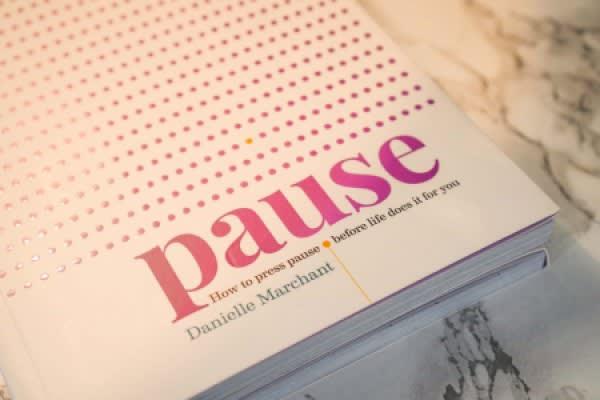 KNIHA | Pauza — Jak si vybrat oddechový čas, než vám ho nařídí život sám