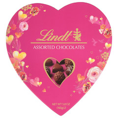LINDT CLASSIC ASSORTED TRUFFLES 6.5 OZ HEART BOX