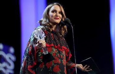 Natalie wins at the Critics' Choice Awards