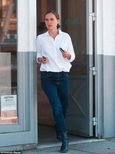 Natalie Portman leaves Kismet