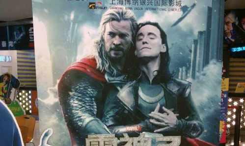 thor-2-dark-world-poster-shanghai-chris-hemsworth-tom-hiddleston