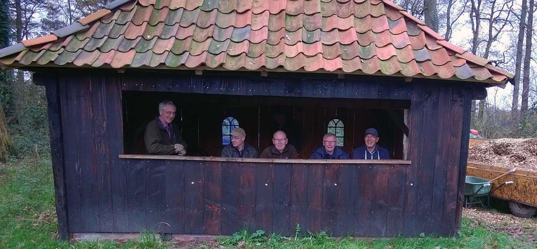 Vrijwilligers bouwen oud stalletje om tot uitkijk