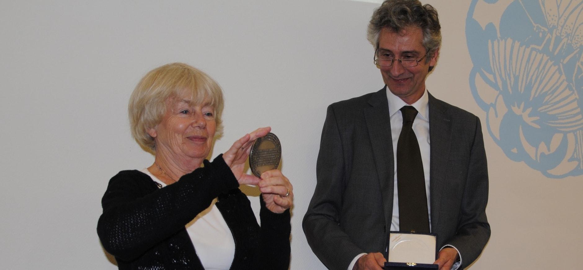 Marga Coesèl-Wouda ontvangt Oudemans-medaille Natuurmonumenten