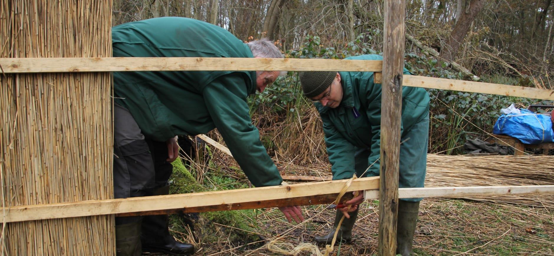 Vrijwilligers werken n de Otterskooi