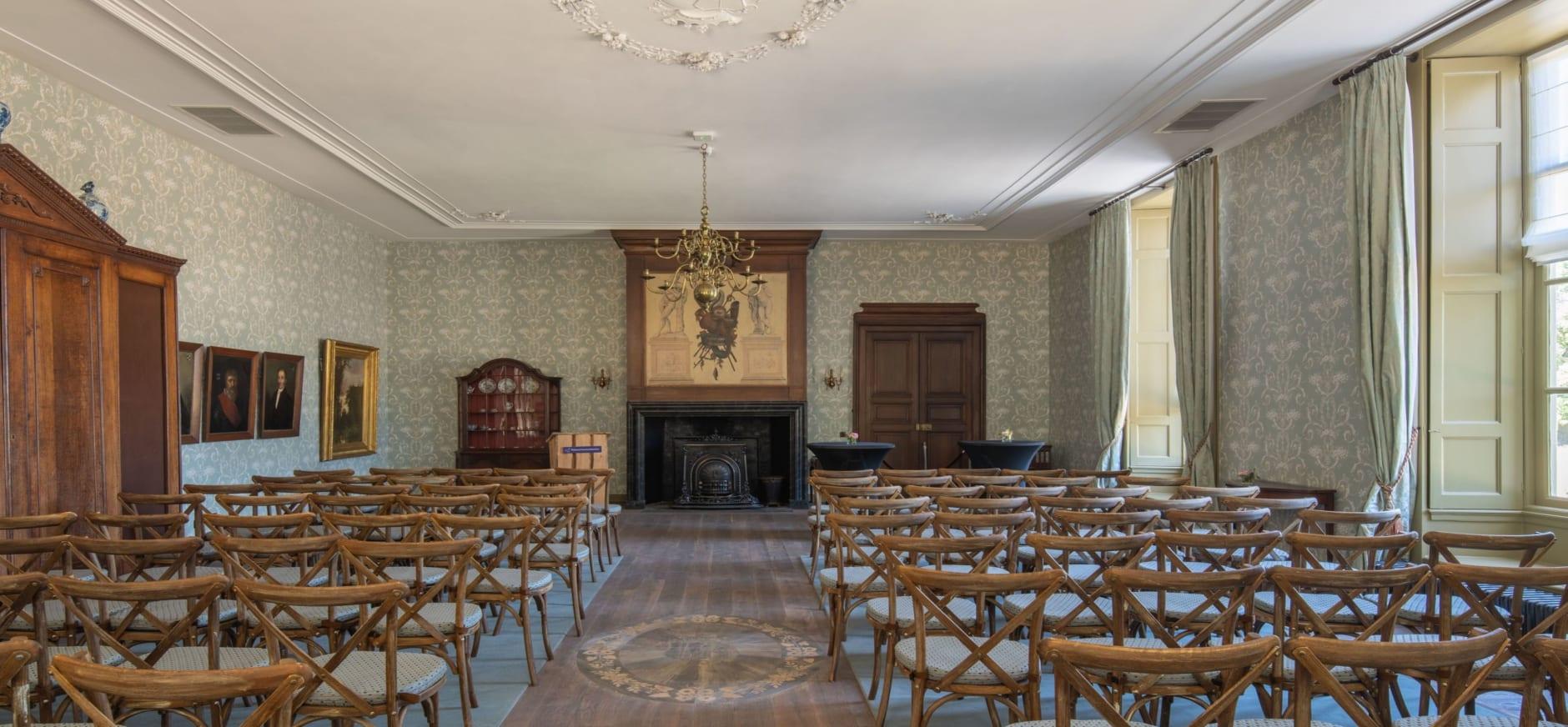 De prachtig gerestaureerde grote zaal in kasteel Hackfort/ Fotograaf Verlaan en Bouwstra Architecten
