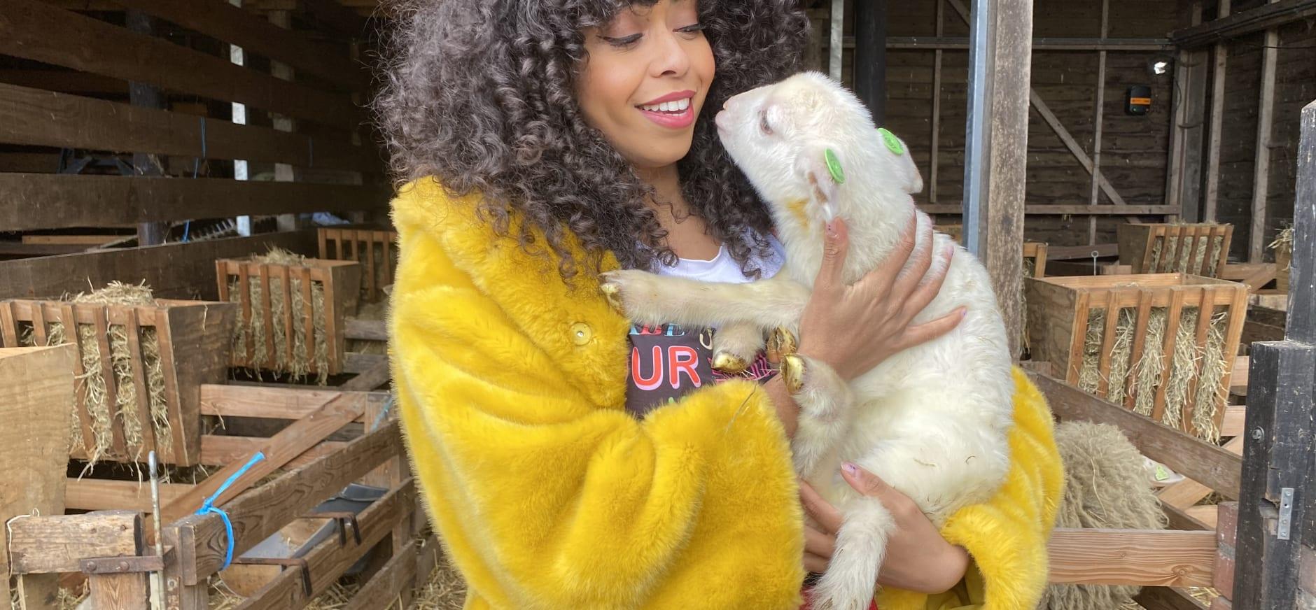 Fenna Ramos adopteert lam