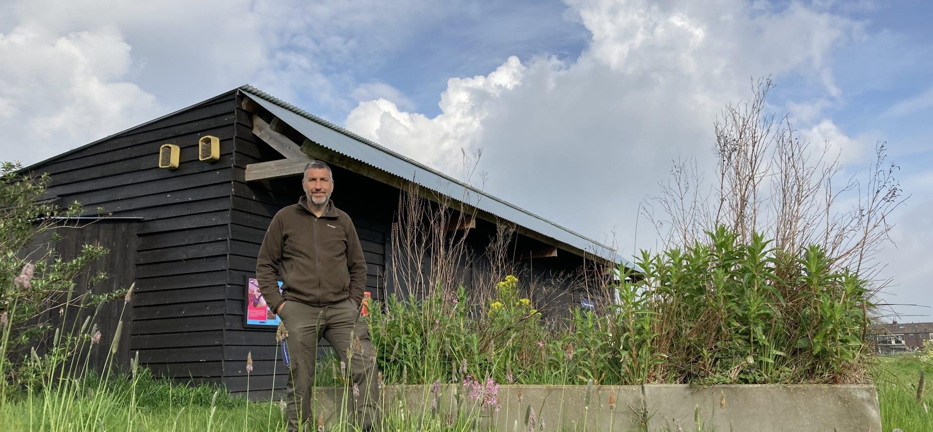 Boswachter Maurice Kruk voor Melkschuur Zuidpolder