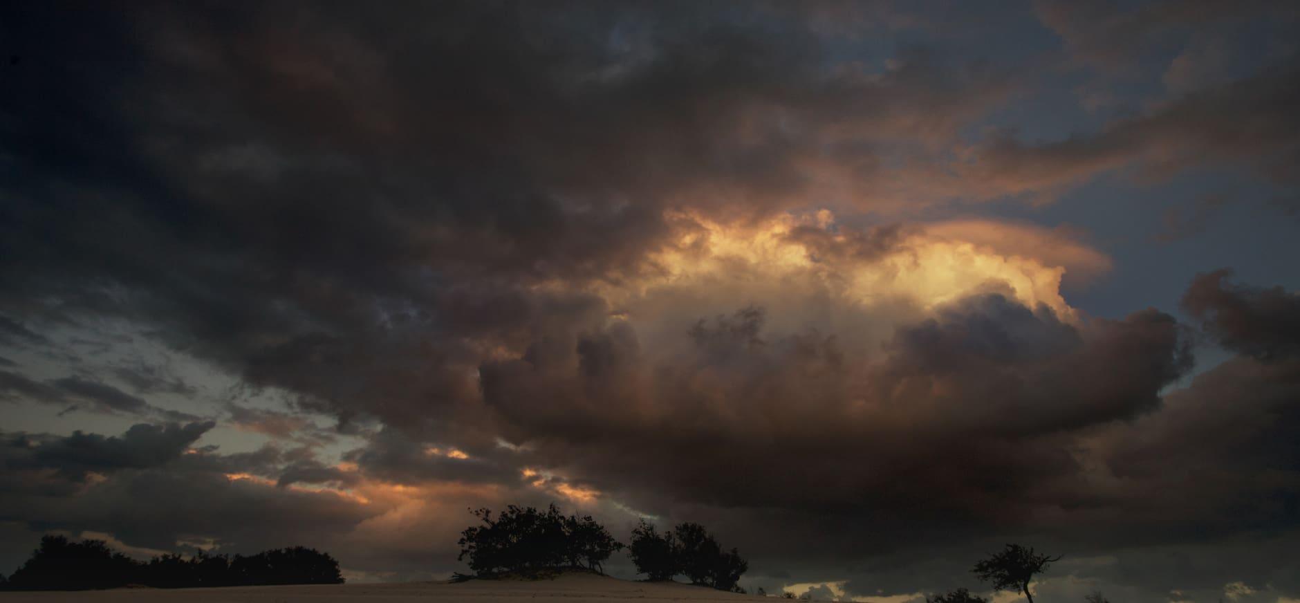 Onweerswolk boven de Loonse en Drunensen Duinen