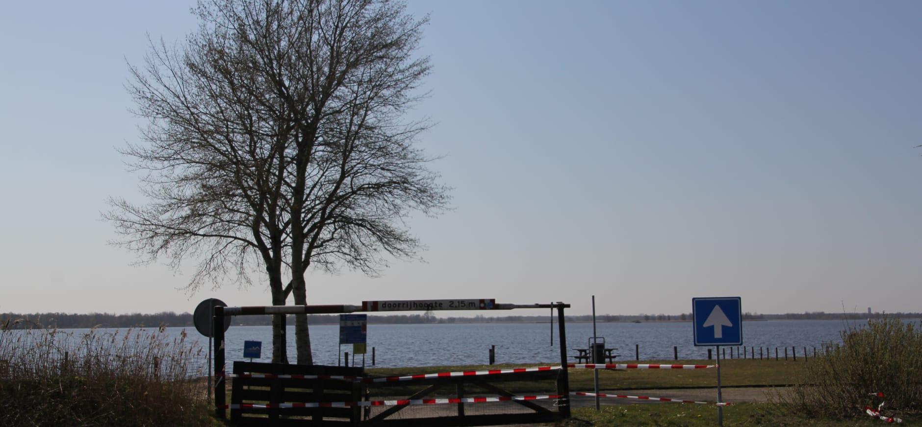 Strandje Belterwijde afgezet met hekken