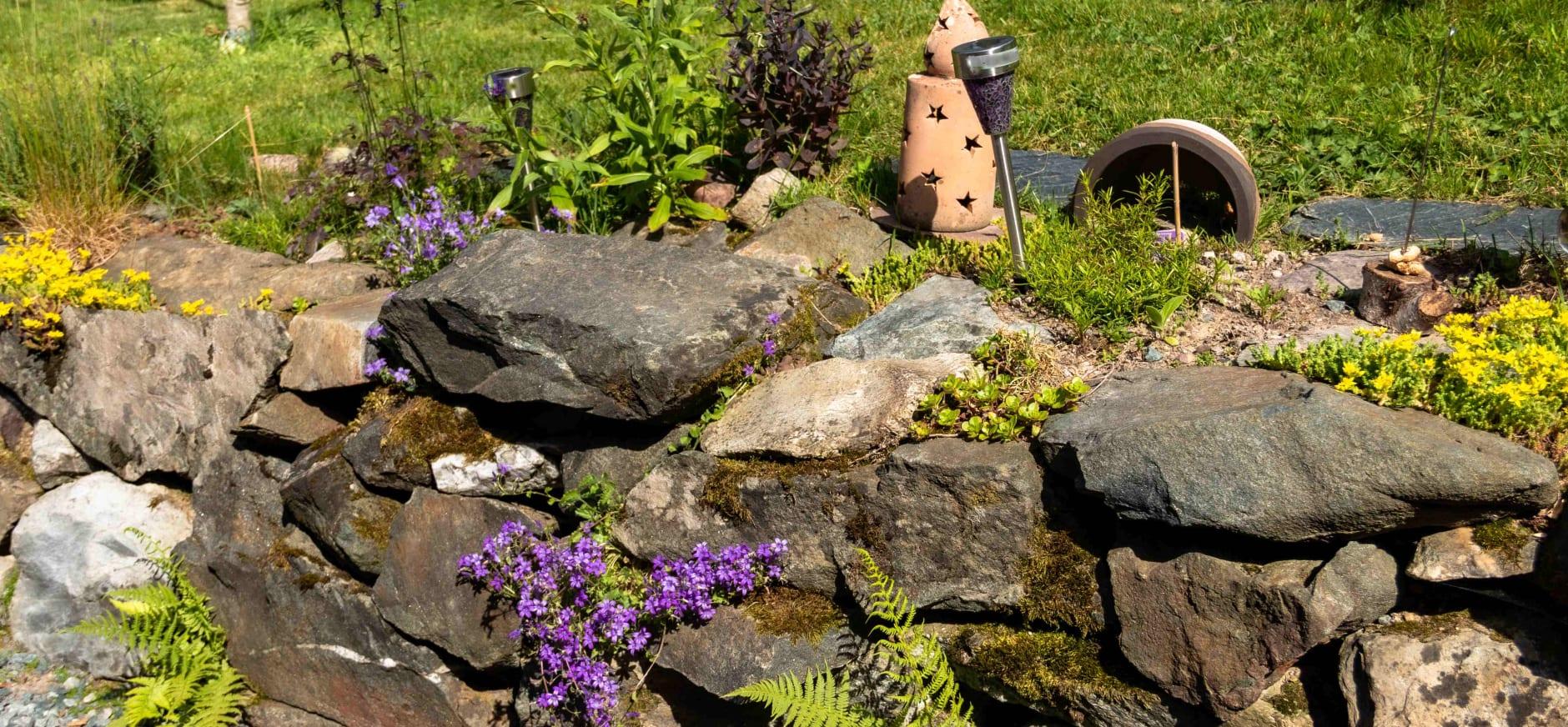 Meer variatie in je tuin met muurtjes en minder tegels