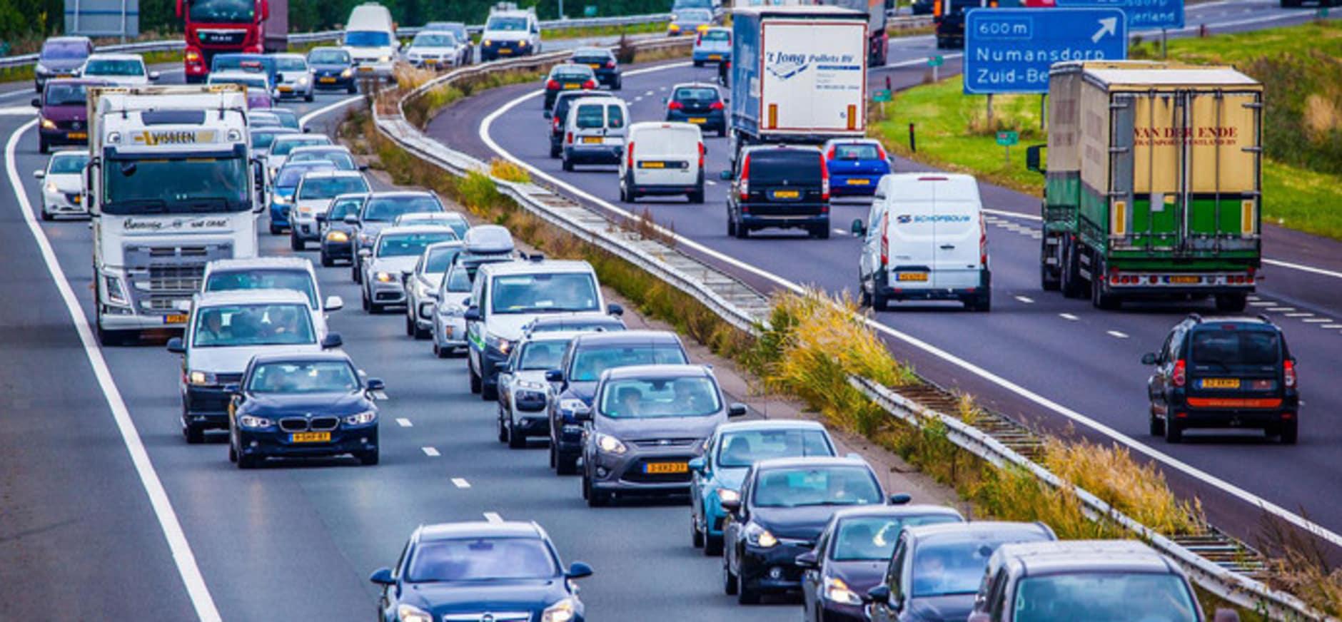 Drukte op de A29 Rotterdam richting Numansdorp