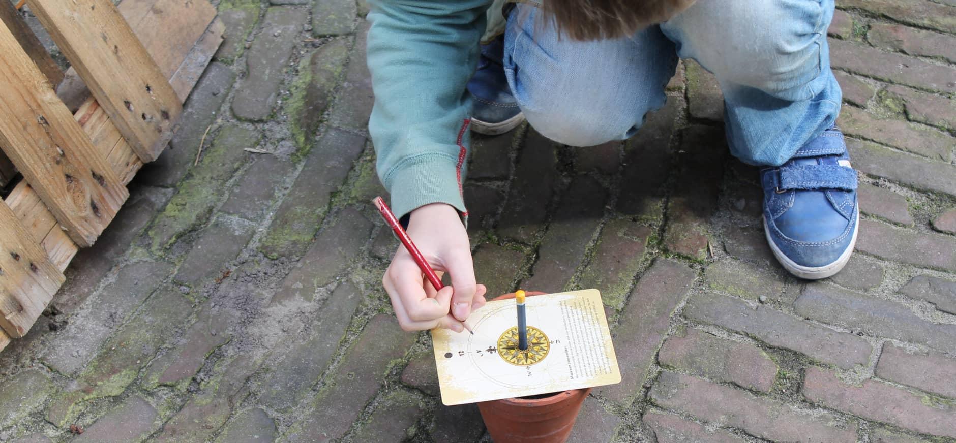 Maak een zonnewijzer met de kaarten van OERRR