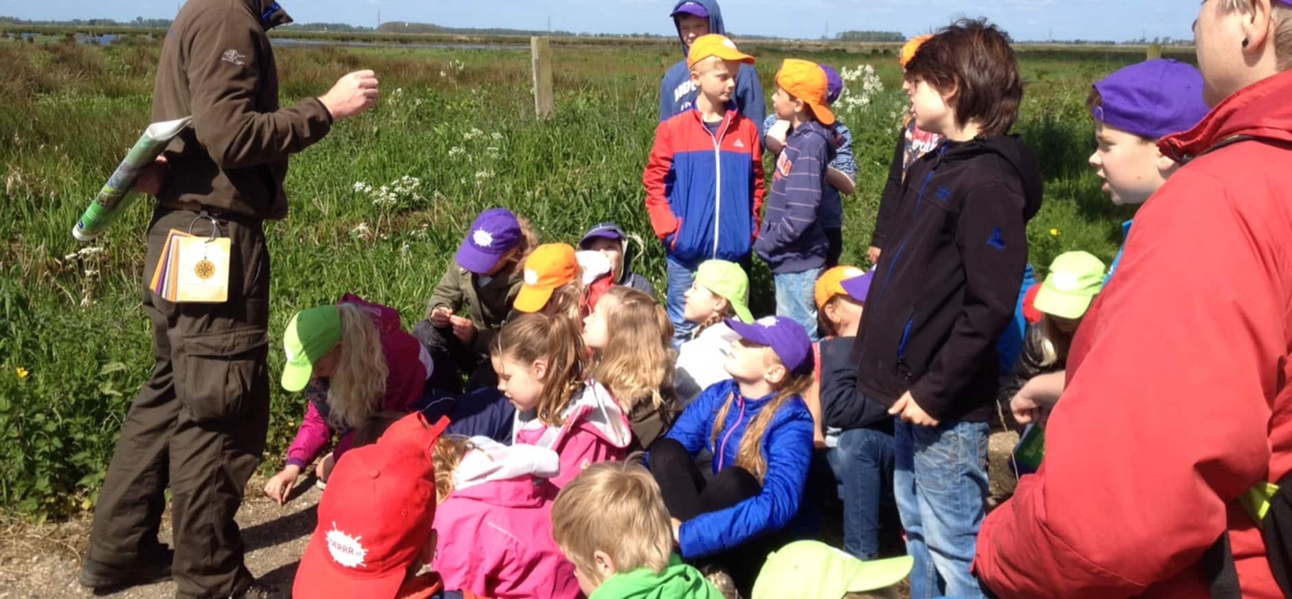 Kinderen zetten Groningen in bloei met zaadbommetjes