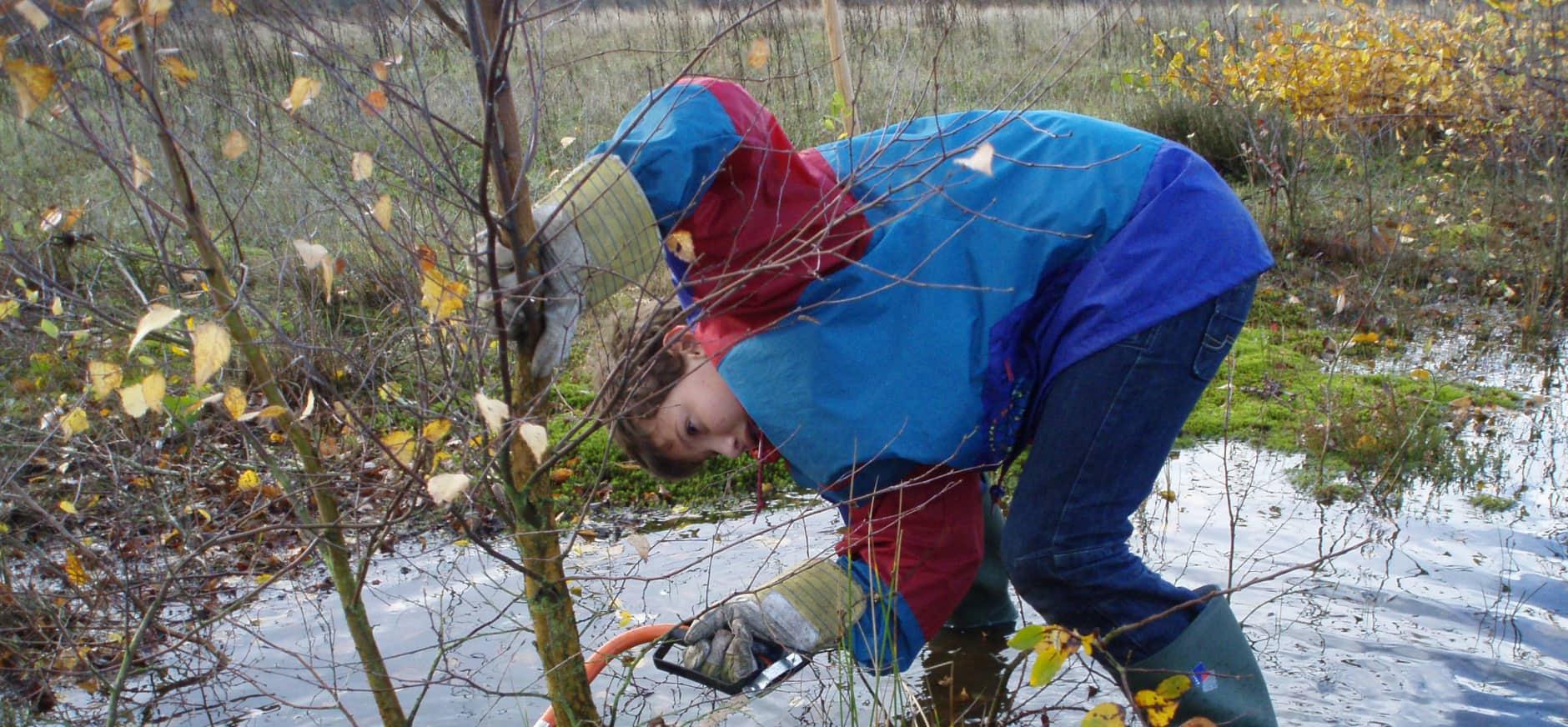 Handen uit de mouwen tijdens Natuurwerkdag Harderbos