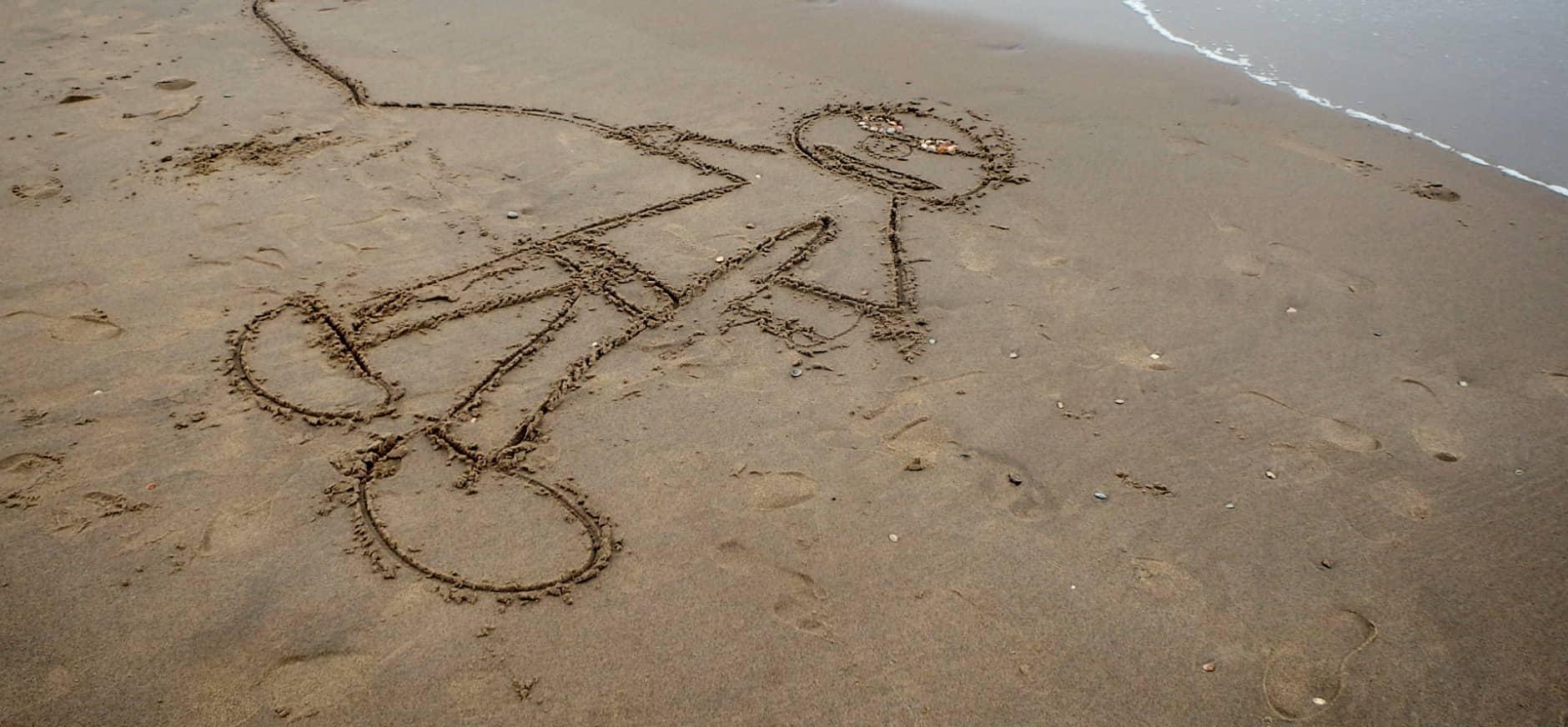 Tekenen in het natte zand