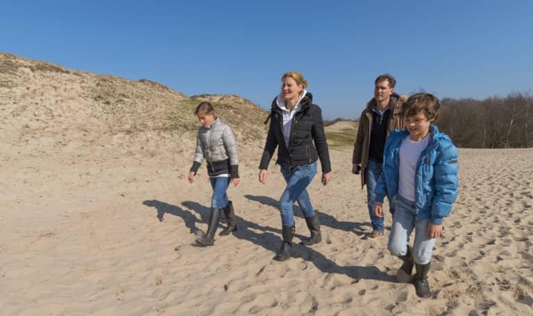Wandelen op de grens van duin en polder