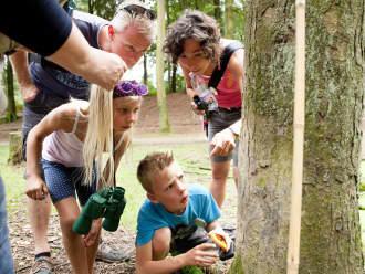 Kinderen volgen een lesprogramma in Veluwezoom