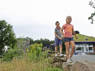 Spelende kinderen bij Bezoekerscentrum Brunssummerheide
