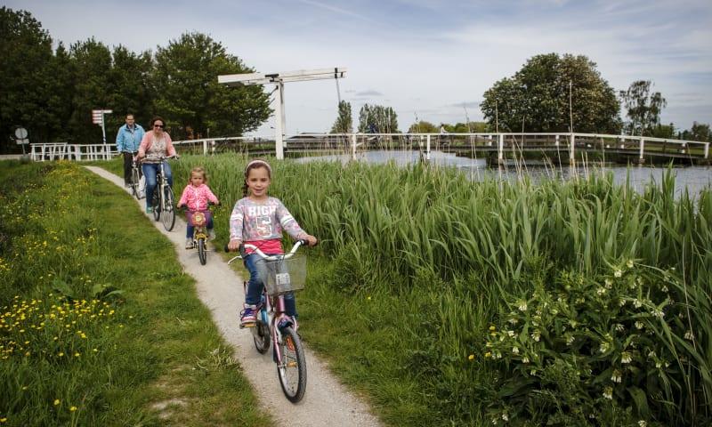 Fietsen in Midden-Delfland, polder Rotterdam