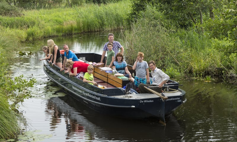 open excursieboot met gids/boswachter De Wieden