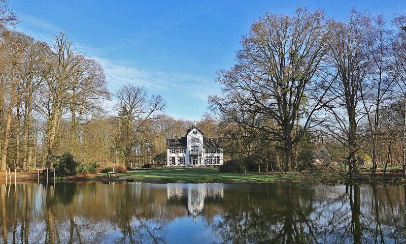 Witte villa Het Woldhuis