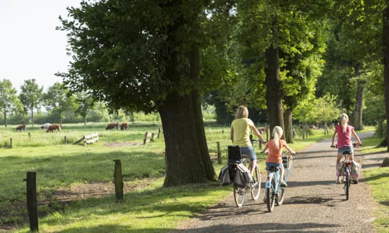 Fietsroute Hazelbekke en Beneden-Dinkeldal, vlakbij Ootmarsum in Twente