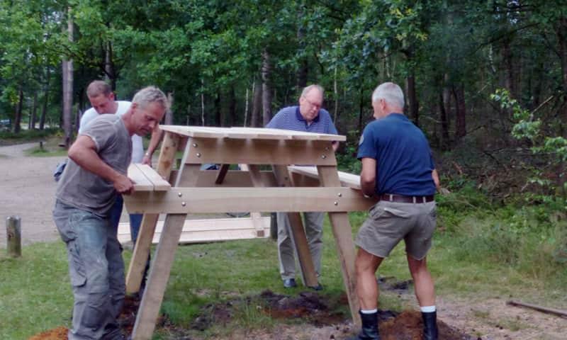 Plaatsing picknickbank