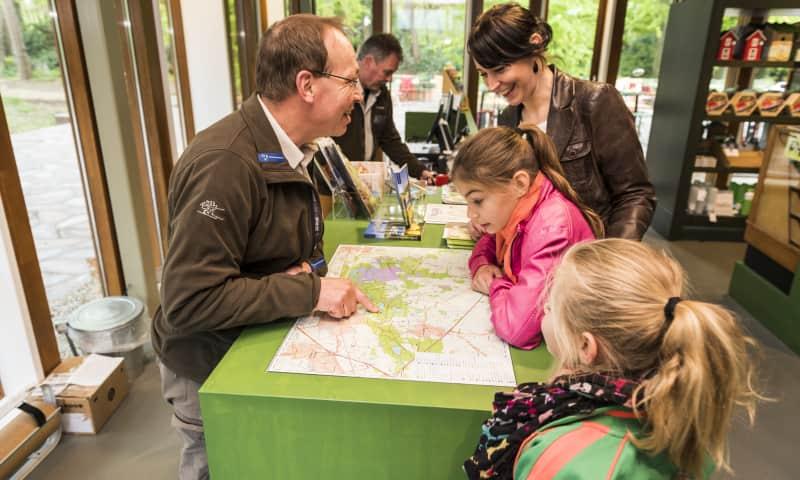 Gastheer in Bezoekerscentrum Oisterwijk