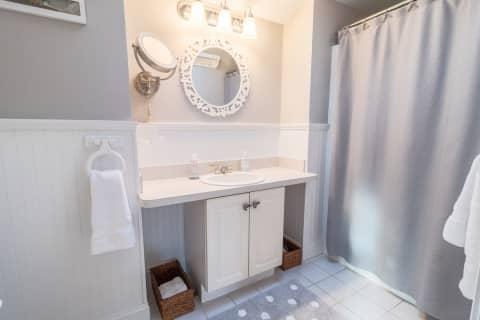 Studio Apartment Full Bath