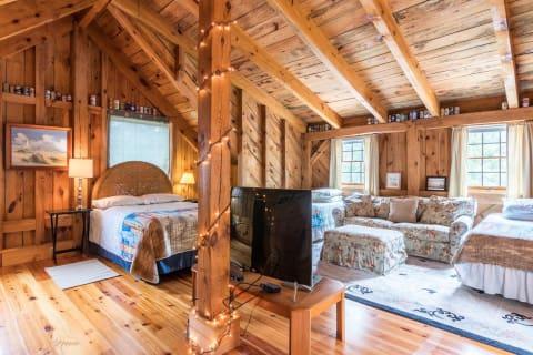 Large Cottage Bedroom