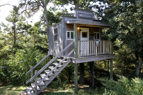 Custom Tree House w/Electric & Cable