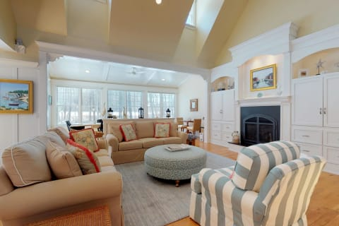Living Room w/ Gas Fireplace &Amp