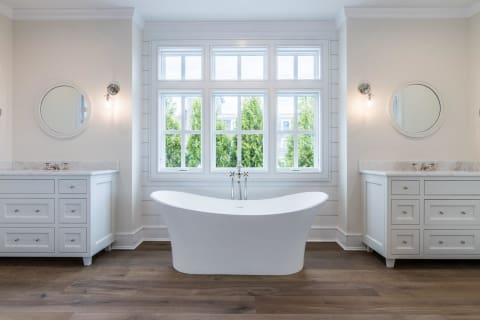 Main Level Master Tub