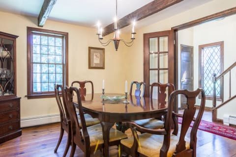 A Wonderful Dining Room for Family Gatherings!