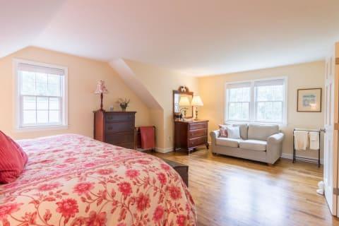 Spacious 2nd Floor Bedroom
