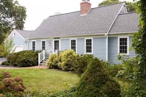 Charming & Beautifully Renovated Cape