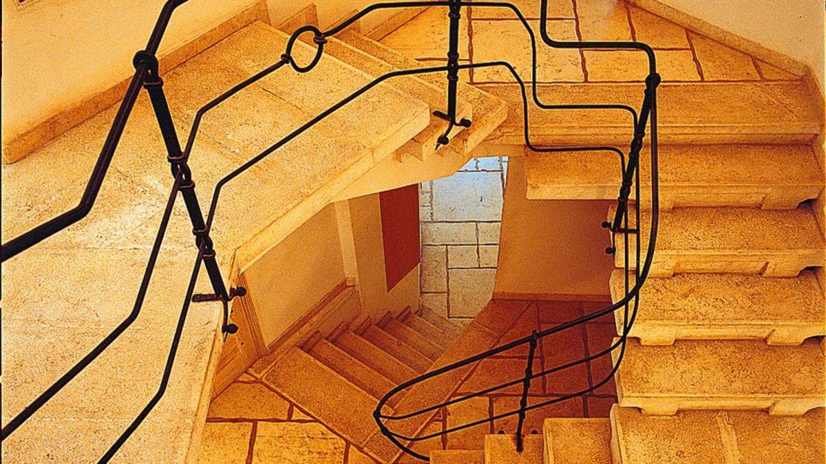"""למכירה בגן חיי�  וילה בתכנון ה�דריכל יונתן מונג'ק על מגרש בשטח 1100 מ""""ר"""